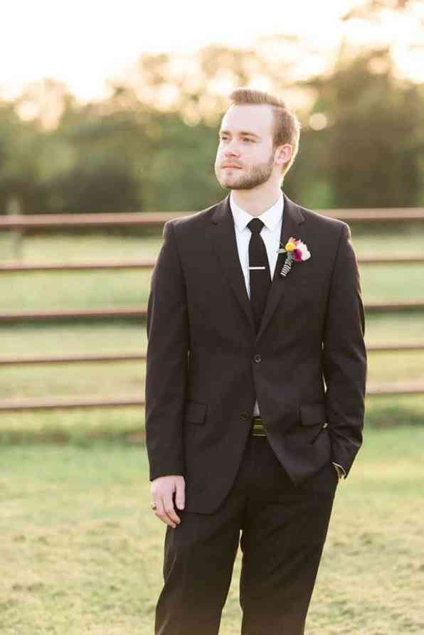 KATE SPADE INSPIRED WEDDING WITH A BLACK AND WHITE STIPE BRIDAL GOWN (14)