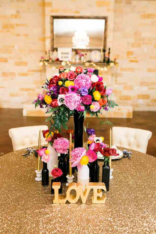KATE SPADE INSPIRED WEDDING WITH A BLACK AND WHITE STIPE BRIDAL GOWN (7)