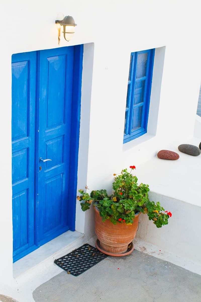 Santorini Oia Travel Guide Reccomendations Honeymoon Colourful Place Greece_-31