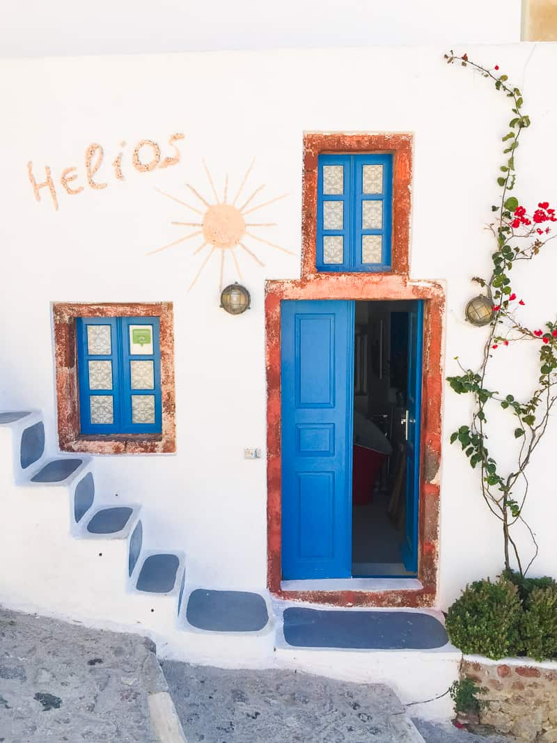 Santorini Oia Travel Guide Reccomendations Honeymoon Colourful Place Greece_-94