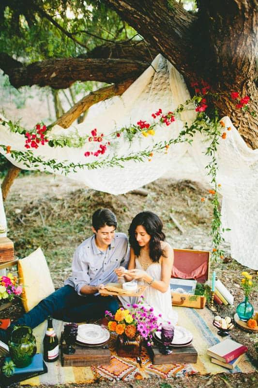 How to make your engagement shoot more personal - a colourful whimsical outdoor picnic engagement on the beach (11)