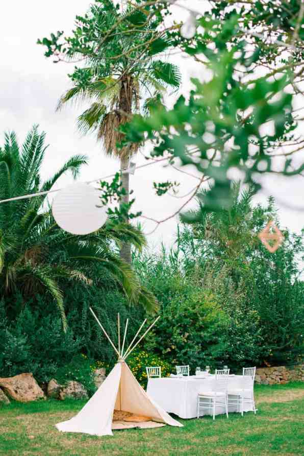 HOW TO PLAN YOUR WEDDING WHEN YOU LIVE LONG DISTANCE. A CITRUS THEMED WEDDING IN THE IBIZIAN COUNTRYSIDE (5)