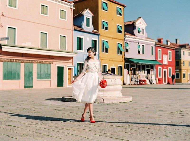 COLOURFUL WEDDING INSPIRATION IN BURANO, ITALY (24)