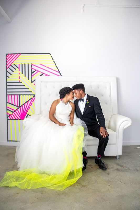 THE CLASSY WAY TO DO NEON AT YOUR WEDDING (25)