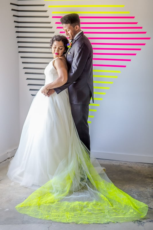 THE CLASSY WAY TO DO NEON AT YOUR WEDDING (9)