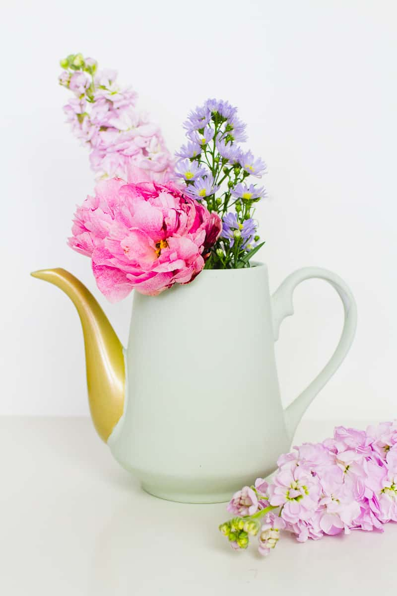 Upcycling Teapots Rustoleum patel recreate vases flowers centrepieces pretty vintage_-10