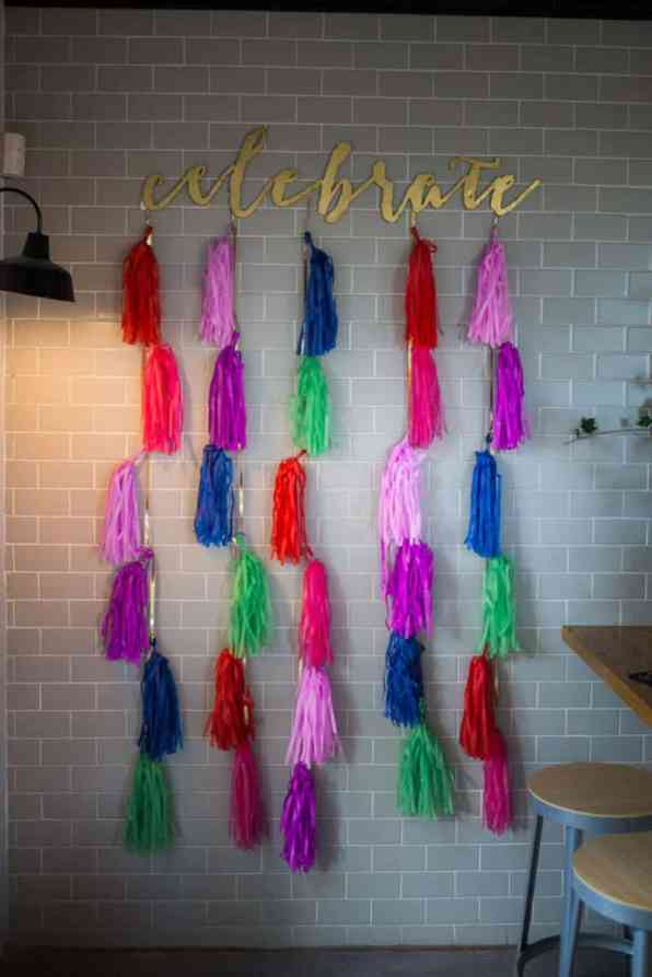 HANDMADE COLORFUL INTIMATE WEDDING IN A COFFEE SHOP (19)