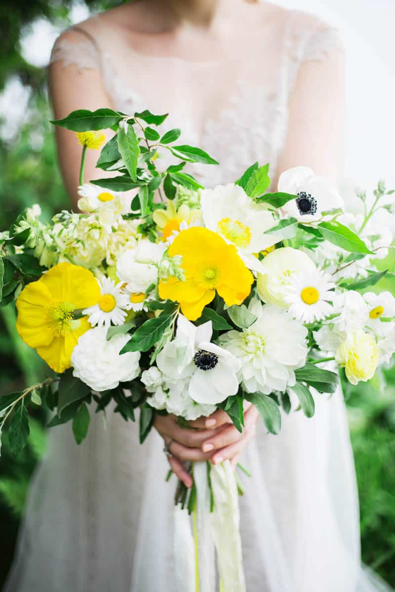 QUINTESSENTIALLY BRITISH & INTIMATE LAKESIDE WEDDING IN MAINE (17)
