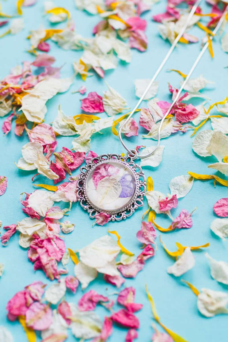 diy-flower-floral-petal-necklace-homemade-bridesmaids-gift-natural-confetti-shropshire-petals-_-8
