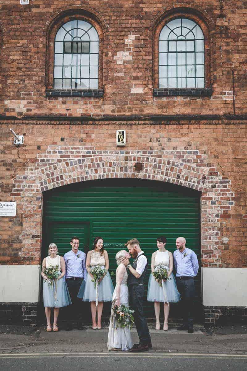 edgy-minimalistic-wedding-in-a-birmingham-art-gallery-21