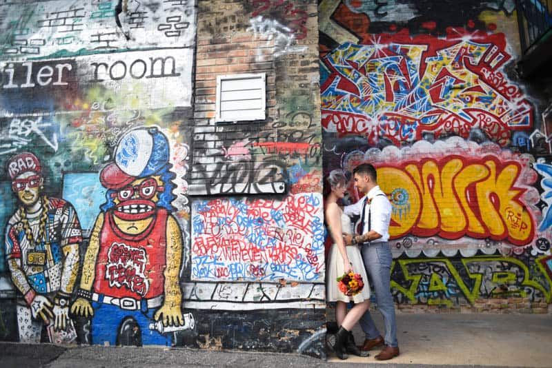 rock-roll-elopement-with-chicagos-colorful-wall-murals-15