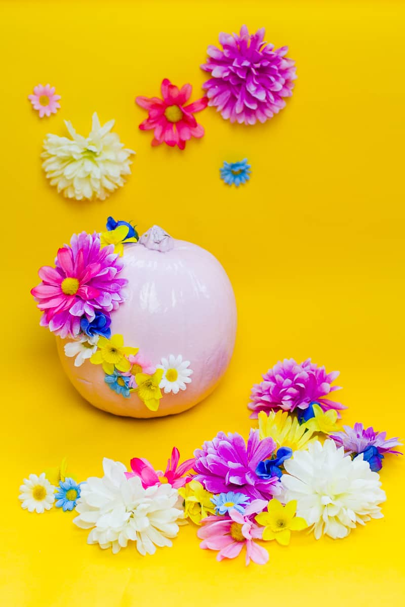 diy-floral-flower-pumpkins-in-pastel-pink-girlie-tutorial-with-faux-fake-flowers-for-halloween-autumn-fall-wedding-decor-10