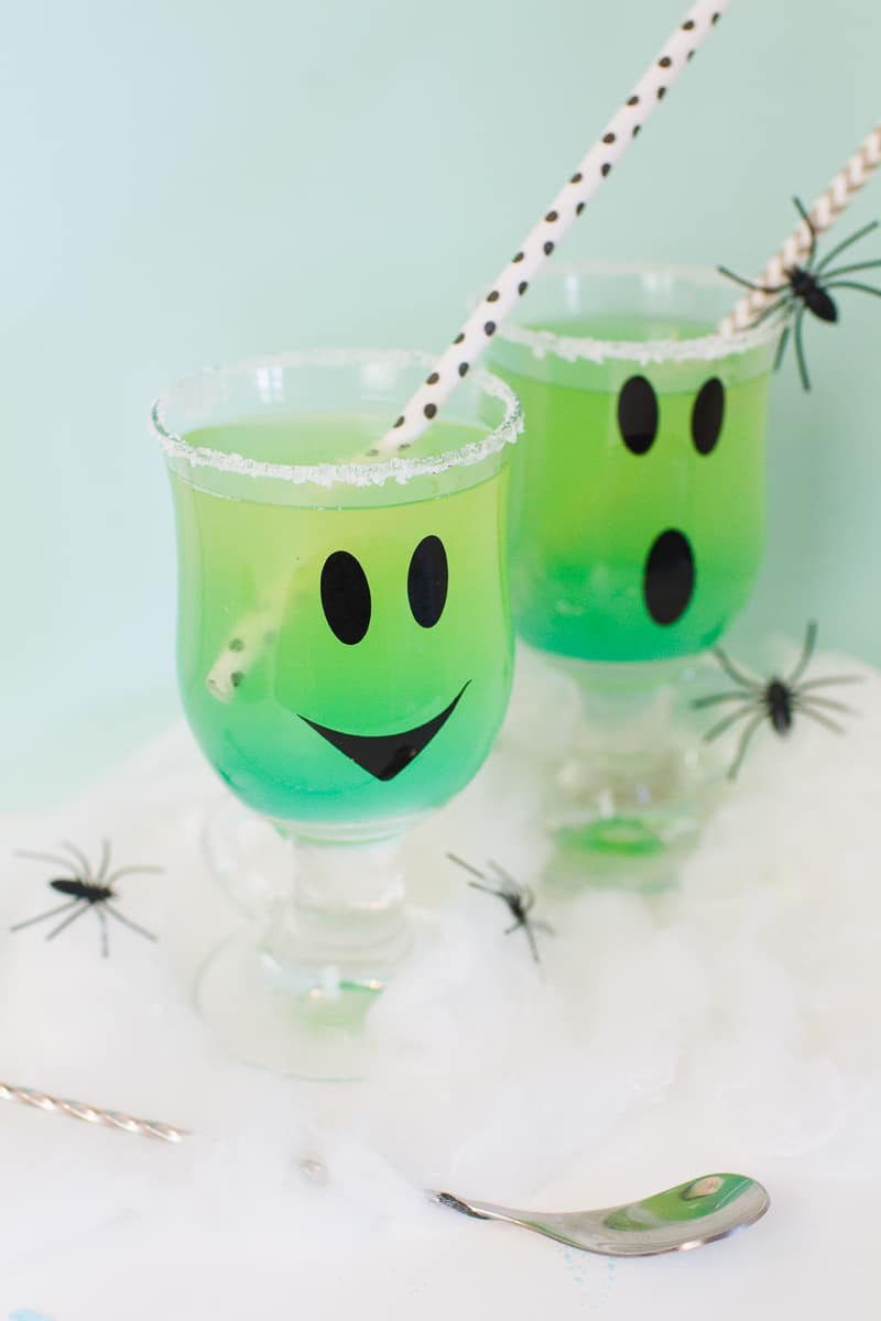 green-halloween-cocktail-recipe-rum-curacao-apple-sours-fun-ghost-spooky-ombre-blue-5