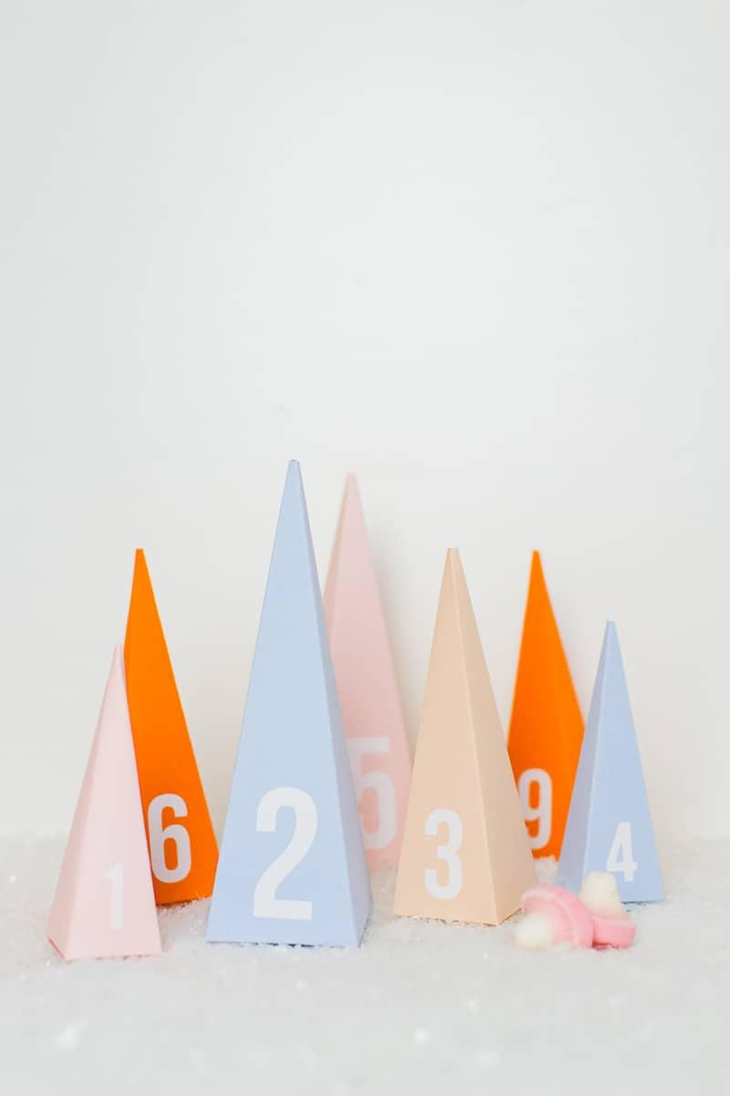 diy-advent-calendar-christmas-tree-pyramid-modern-colourful-handmade-cricut-card-sweets-candy-chocolate-19