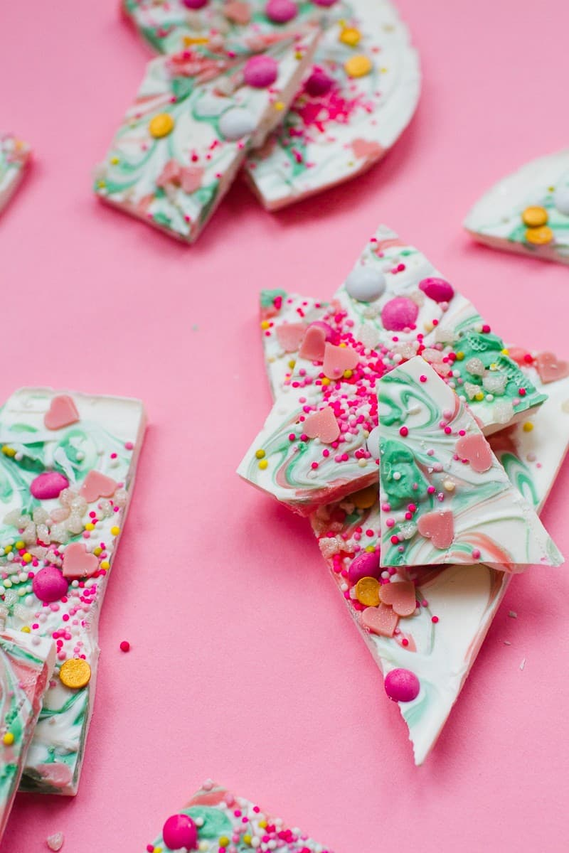 candy-bark-christmas-festive-pink-green-white-candy-melts-chocolate-bark-xmas-sprinkles-favours-6