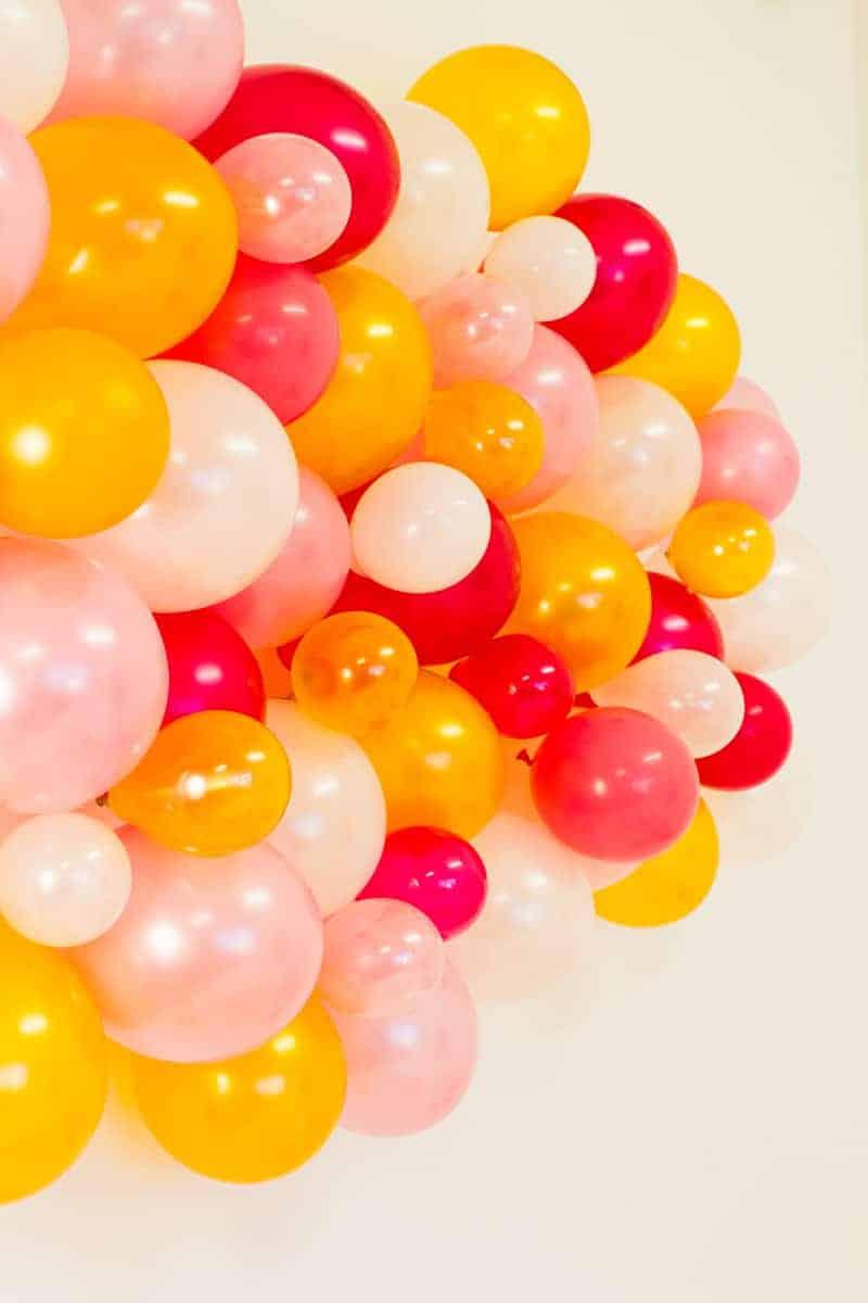 diy-balloon-backdrop-new-years-eve-photo-booth-colourful-fun-decor-ideas-tutorial-5