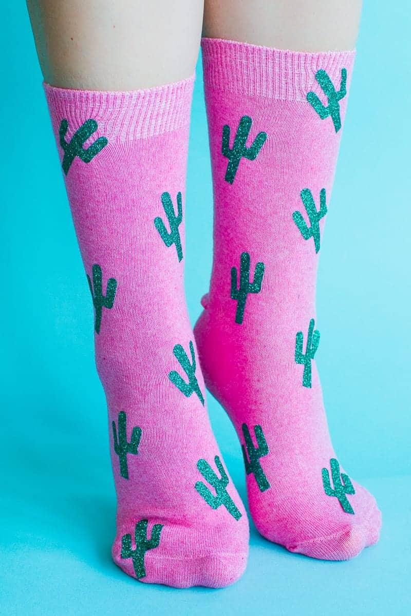 diy-christmas-socks-polka-dot-gold-cactus-glitter-pink-make-your-own-tutorial-cricut-4