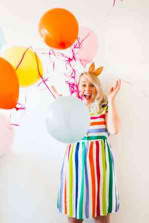 thoughts-on-turning-30-birthday-shoot-balloons-fun-colourful-party_-6