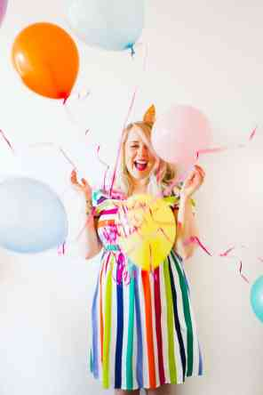 thoughts-on-turning-30-birthday-shoot-balloons-fun-colourful-party_-7