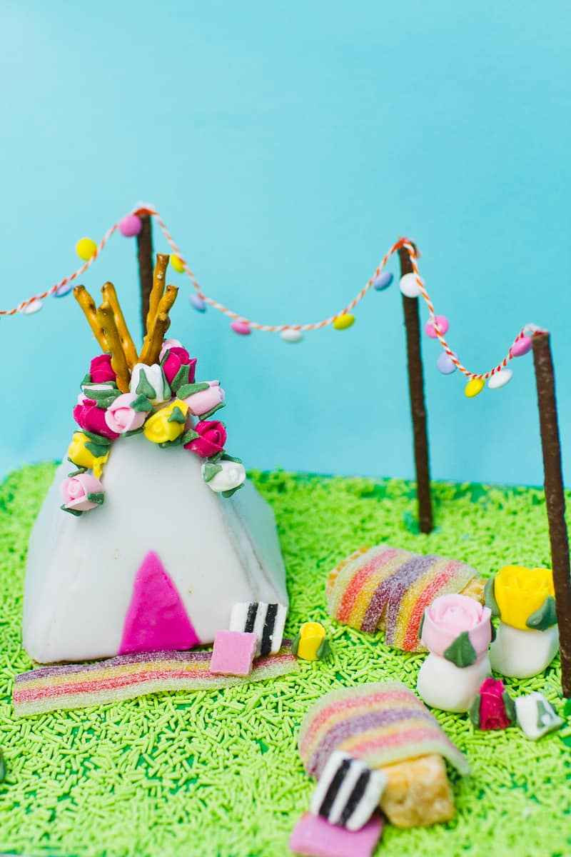 unique-ginger-bread-house-teepee-tipi-christmas-fun-festival-colourful-bake-make-your-own_-14