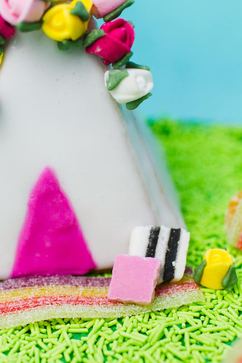 unique-ginger-bread-house-teepee-tipi-christmas-fun-festival-colourful-bake-make-your-own_-19