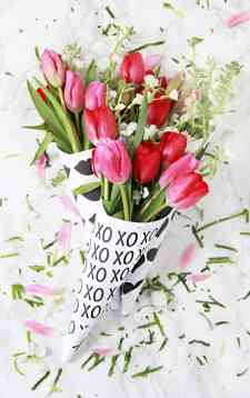 60+VALENTINES-DAY-GIFT-DIY'S-FOR-YOUR-GAL-PALS-FREE-PRINTABLE-FLOWER-WRAP
