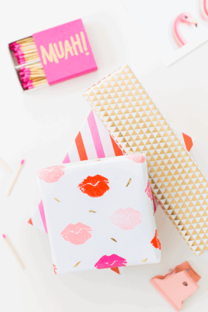 60-VALENTINES-DAY-GIFT-DIY'S-FOR-YOUR-GAL-PALS-LIP-PATTERNED-GIFT-WRAP