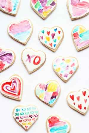 60-VALENTINES-DAY-GIFT-DIY'S-FOR-YOUR-GAL-PALS-WATERCOLOR-HEART-COOKIES