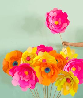 best-paper-flower-tutorials-for-your-wedding-giant-paper-flower-diy-bespoke-bride-wedding-blog