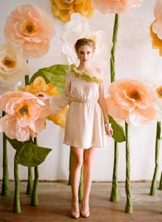 best-paper-flower-tutorials-for-your-wedding-giant-paper-flowers-from-ruche-bespoke-bride-wedding-blog