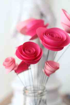 best-paper-flower-tutorials-for-your-wedding-paper-spray-roses-bespoke-bride-wedding-blog