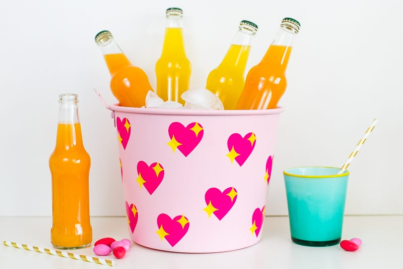 diy-emoji-heart-ice-bucket-valentines-day-drinks-cooler-cute-pink-tutorial_-16
