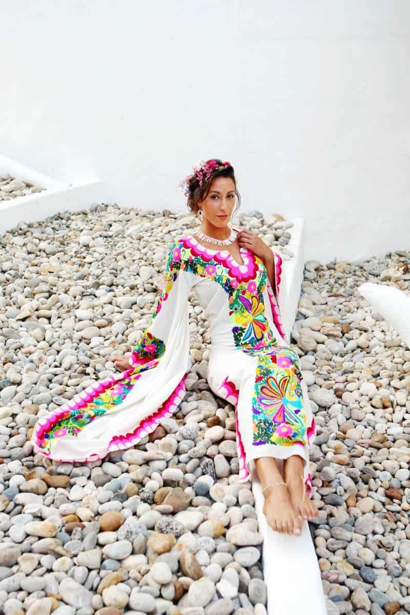MYSTICAL VIBRANT WEDDING IDEAS IN SAYLUTIA MEXICO (18)