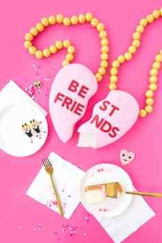 5-BestFriendsNecklaceCake