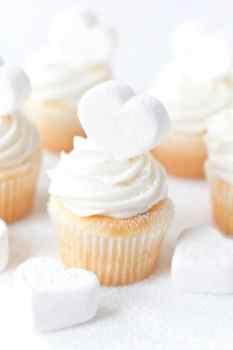 Marshmallow-Heart-Cupcakes-1