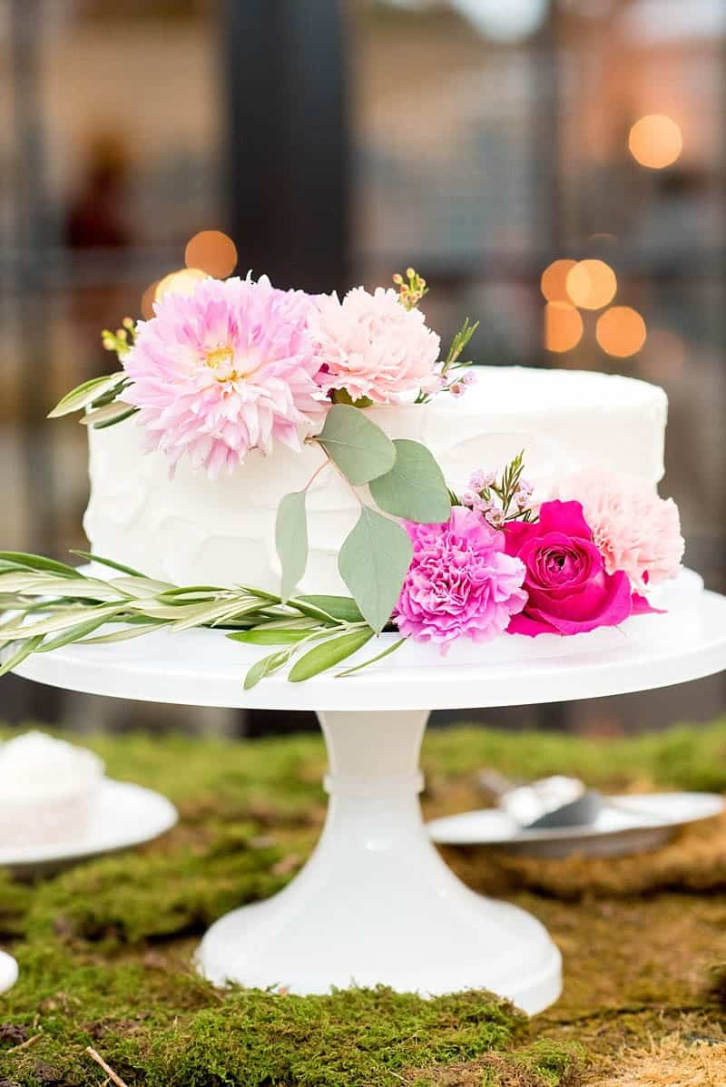 STYLISH FLORAL & FOLIAGE MERRIMON WYNNE HOUSE WEDDING (24)
