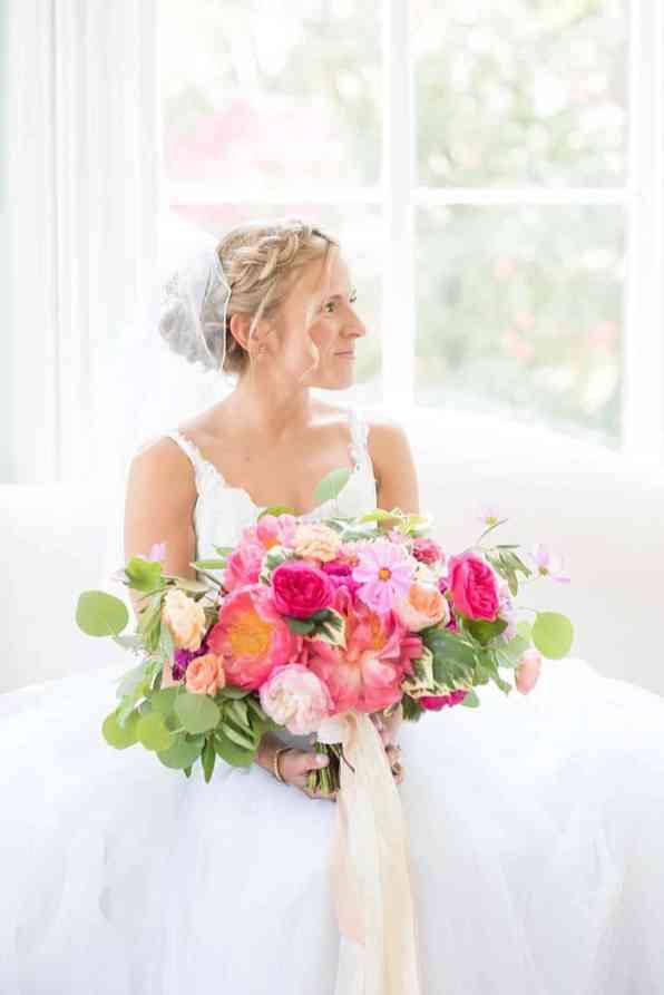 STYLISH FLORAL & FOLIAGE MERRIMON WYNNE HOUSE WEDDING (5)