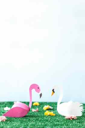 Swan-and-Flamingo-Easter-Eggs-DIY- STUDIO DIY