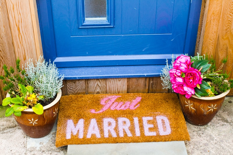 DIY Just Married Door Mat Spray Paint Rustoleum Cricut Newlywed Project Tutorial-2
