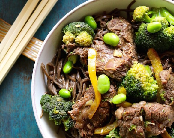 EASY BROCCOLI BEEF SOBA NOODLE BOWL