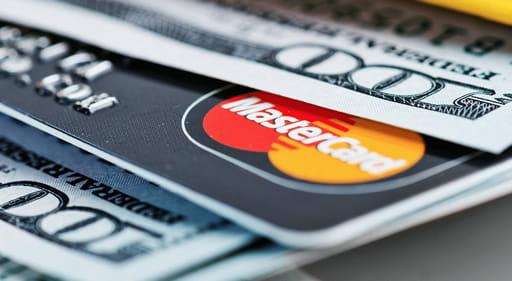 手数料が少なく入金できるクレジットカード