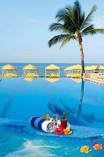 Golden crown paradise resort puerto vallarta mexico for Cheap mini vacations for couples