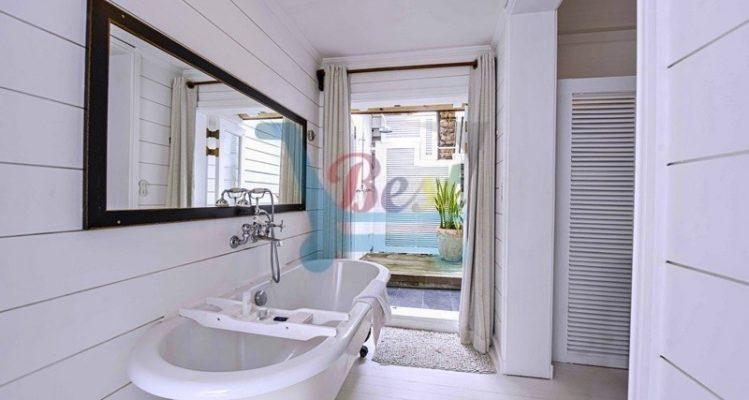 20 degree sud bathtub in room