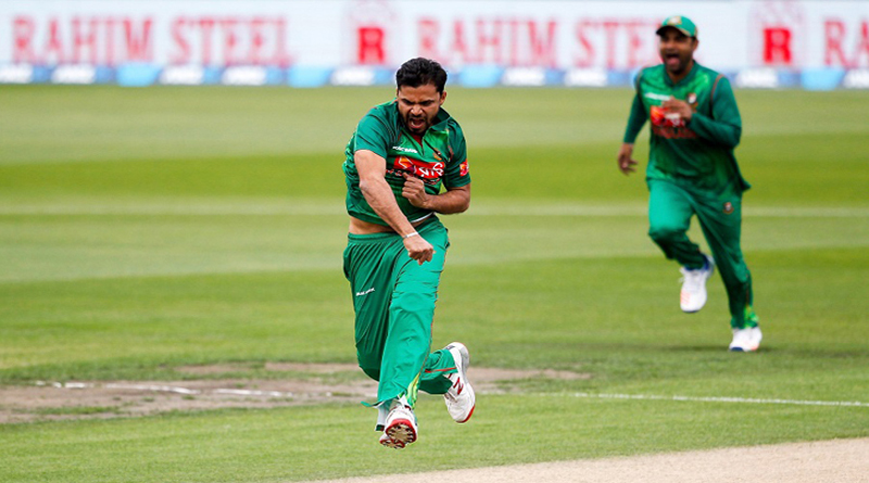 NELSON, NEW ZEALAND - DECEMBER 29:  Mashrafe Mortaza of Bangladesh celebrates the wicket of Martin Guptill of New Zealand during the second One Day International match between New Zealand and Bangladesh at Saxton Field on December 29, 2016 in Nelson, New Zealand.  (Photo by Martin Hunter/Getty Images)