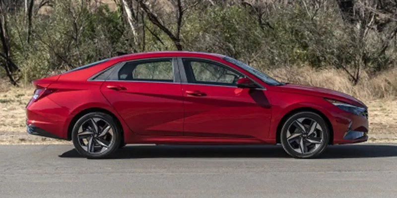 2021 Hyundai Elantra Limited: Maximum Tech for Minimal Money