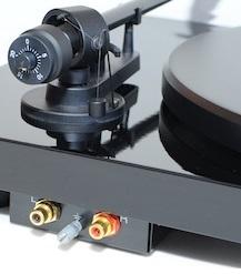 Pro-Ject Debut Carbon audio ports