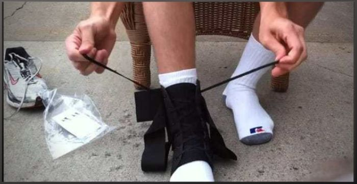 How to Wear an Ankle Brace With Shoes