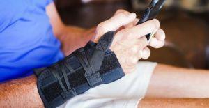 how long to wear wrist brace for sprain