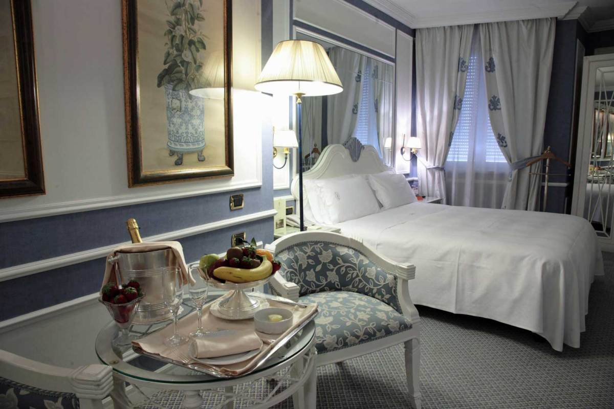 Guest room of the Hotel Palazzo Alabardieri (Naples, Italy)
