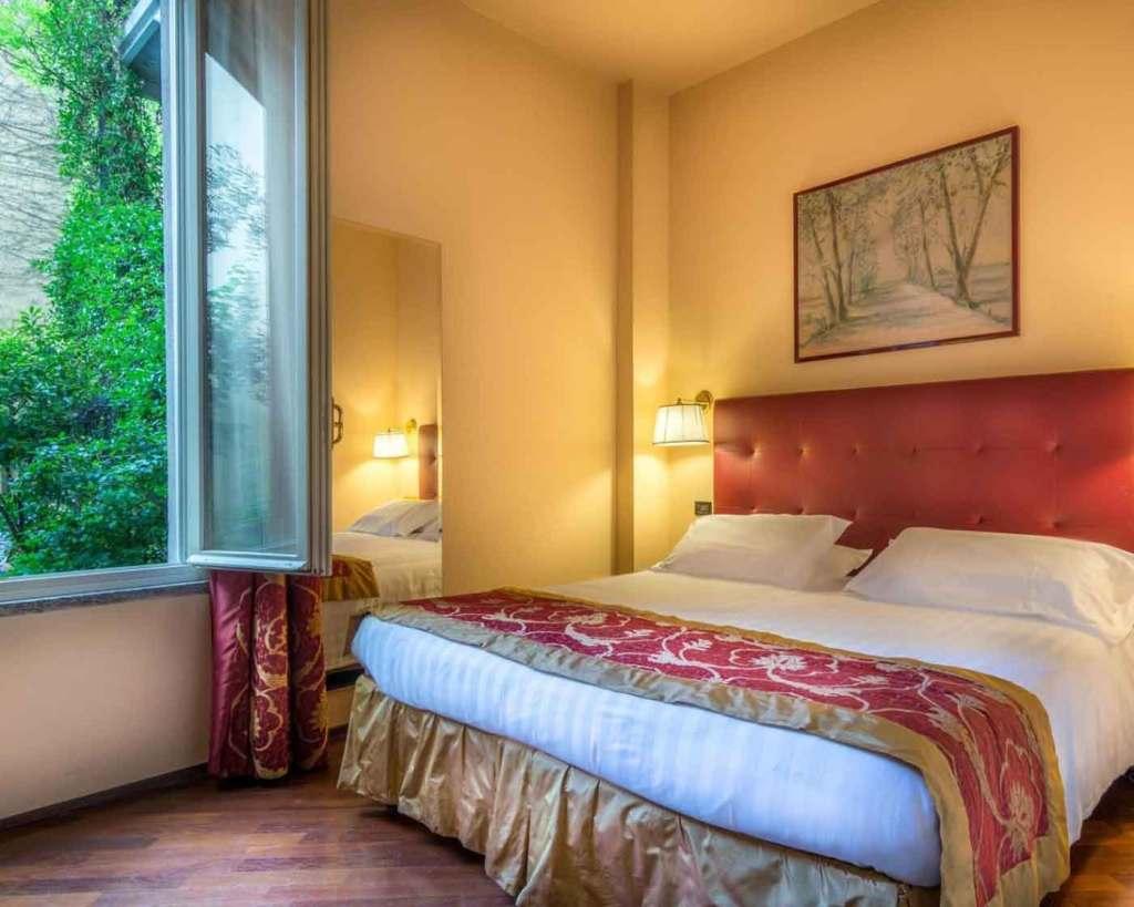 Guest room Hotel Regina Milan Italy (4 star Hotel)